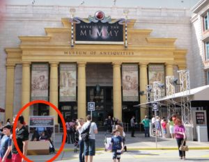 Test seat for revenge of the mummy at Universal Studios Is restrictive and very public.